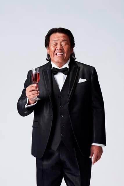 長州力がスパークリングワイン『ロジャーグラート』ブランドアンバサダーに就任